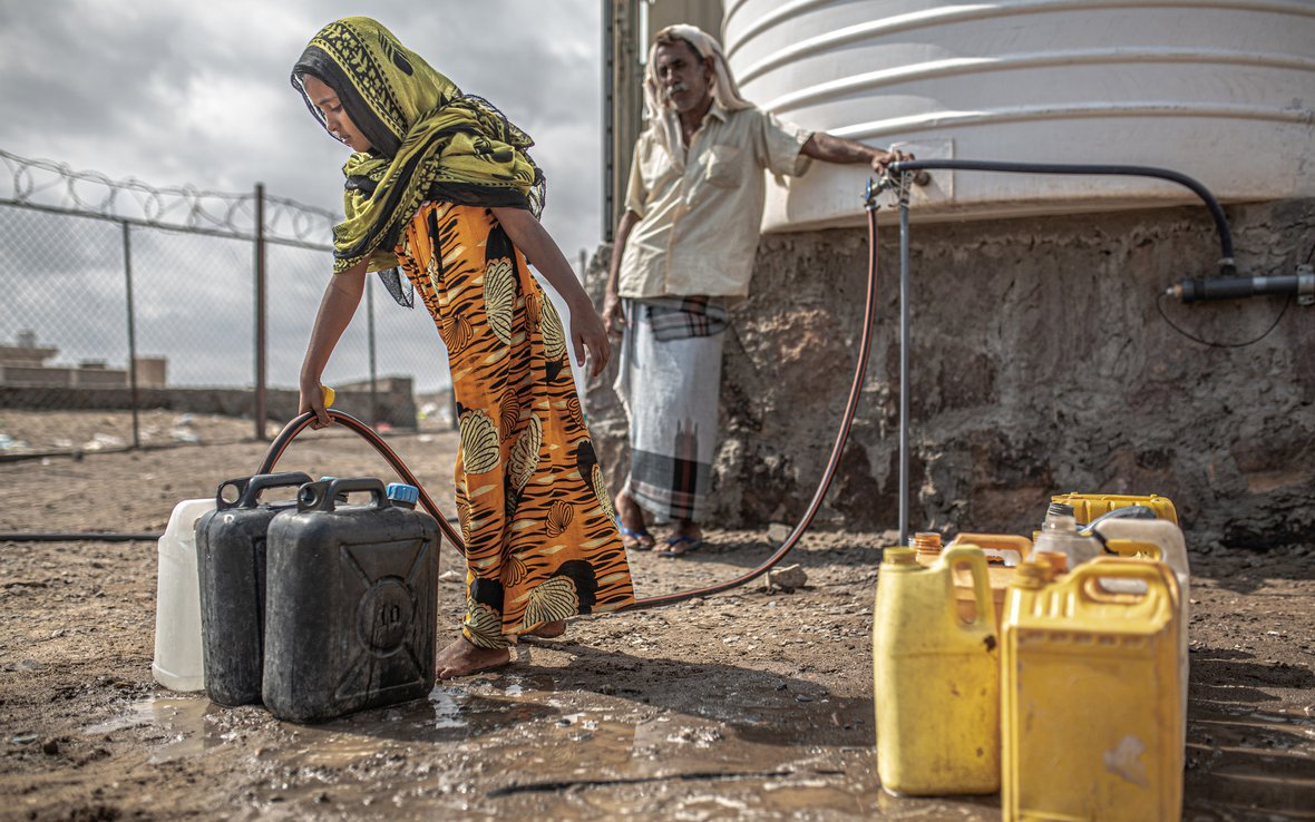 Yemen_watertank_OxESP43881lpr.jpg