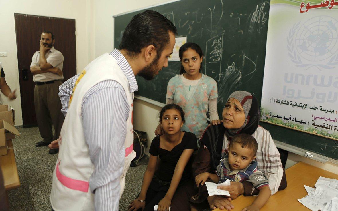 Gaza-mobile-clinic-Oxfam-Dr-Ihab-Dabour.jpg