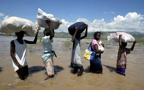 Haiti-carryingbelongings.jpg
