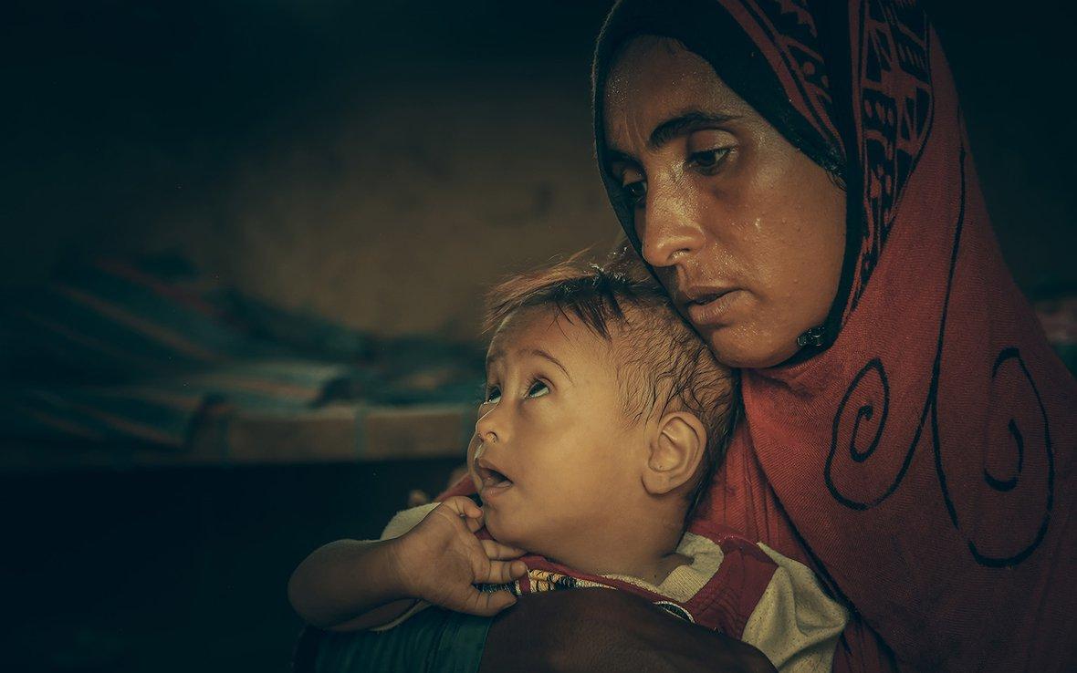 Yemen mother sick child IMG_08 web.jpg