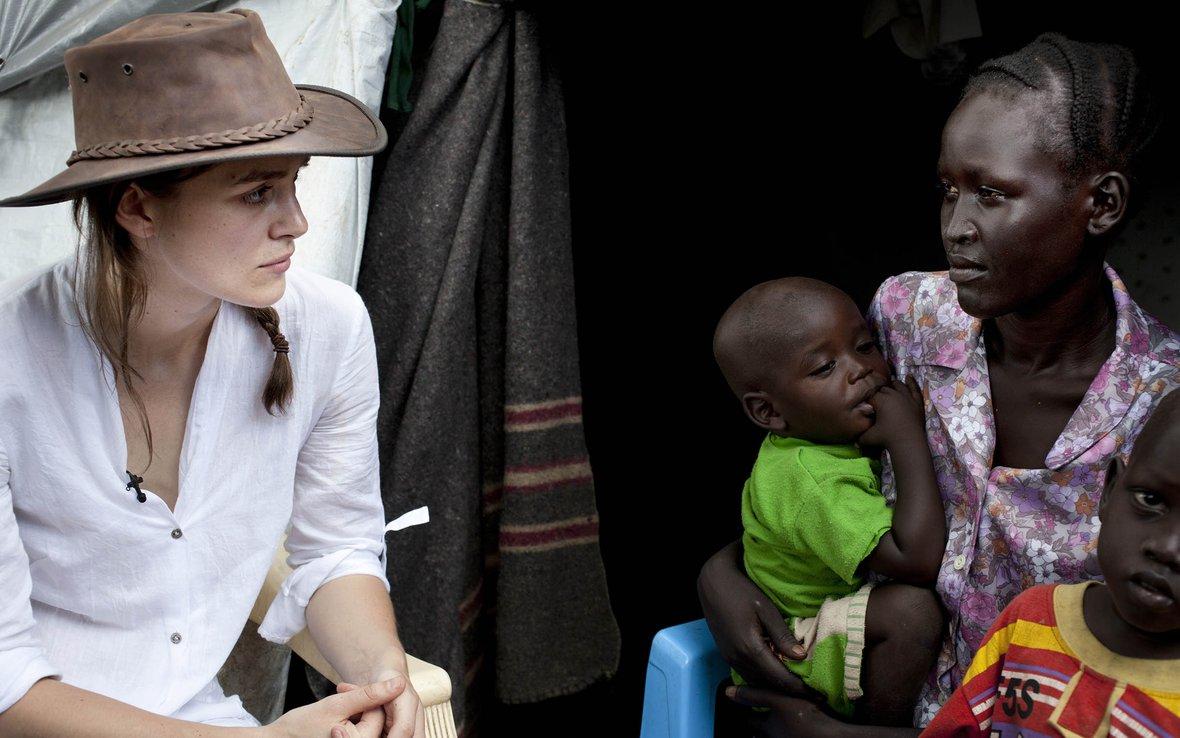 Keira-Knightley-meeting-Rebecca-South-Sudan-87832.jpg