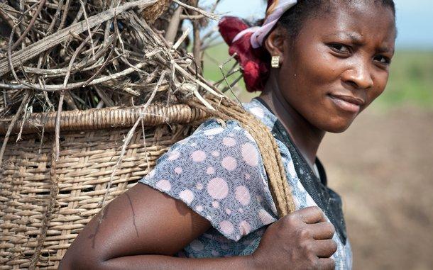 Neema-DRC-female-farmer-OGB-90086.jpg