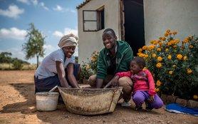 OGB_112707_Zibusiso, 28 and his wife Sibongisiwe, 25 do the laundry together.jpg