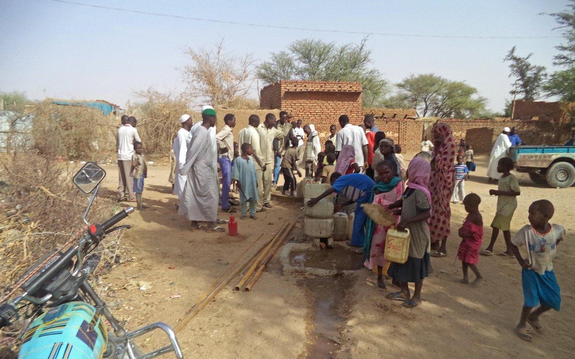 People-Water-Pump-Sudan-Saraf-Omra.jpg