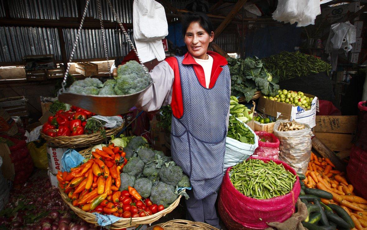Peru-farmer-vegetable-market-OUS_49015.JPG