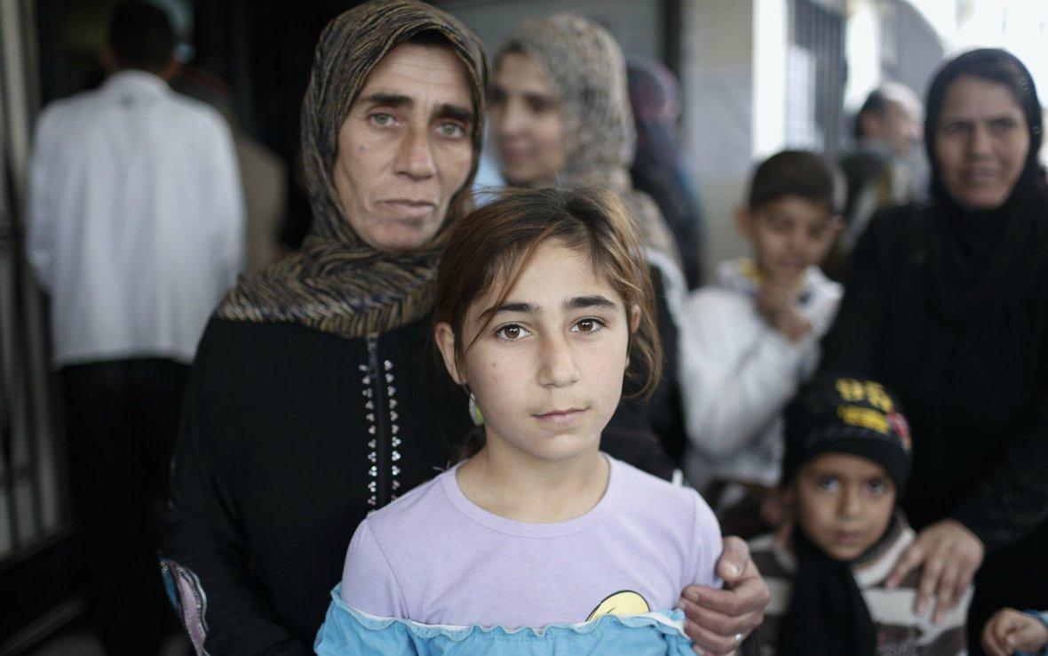 Syrian-woman-daughter-Lebanon-Oxfam-84169lpr.jpg