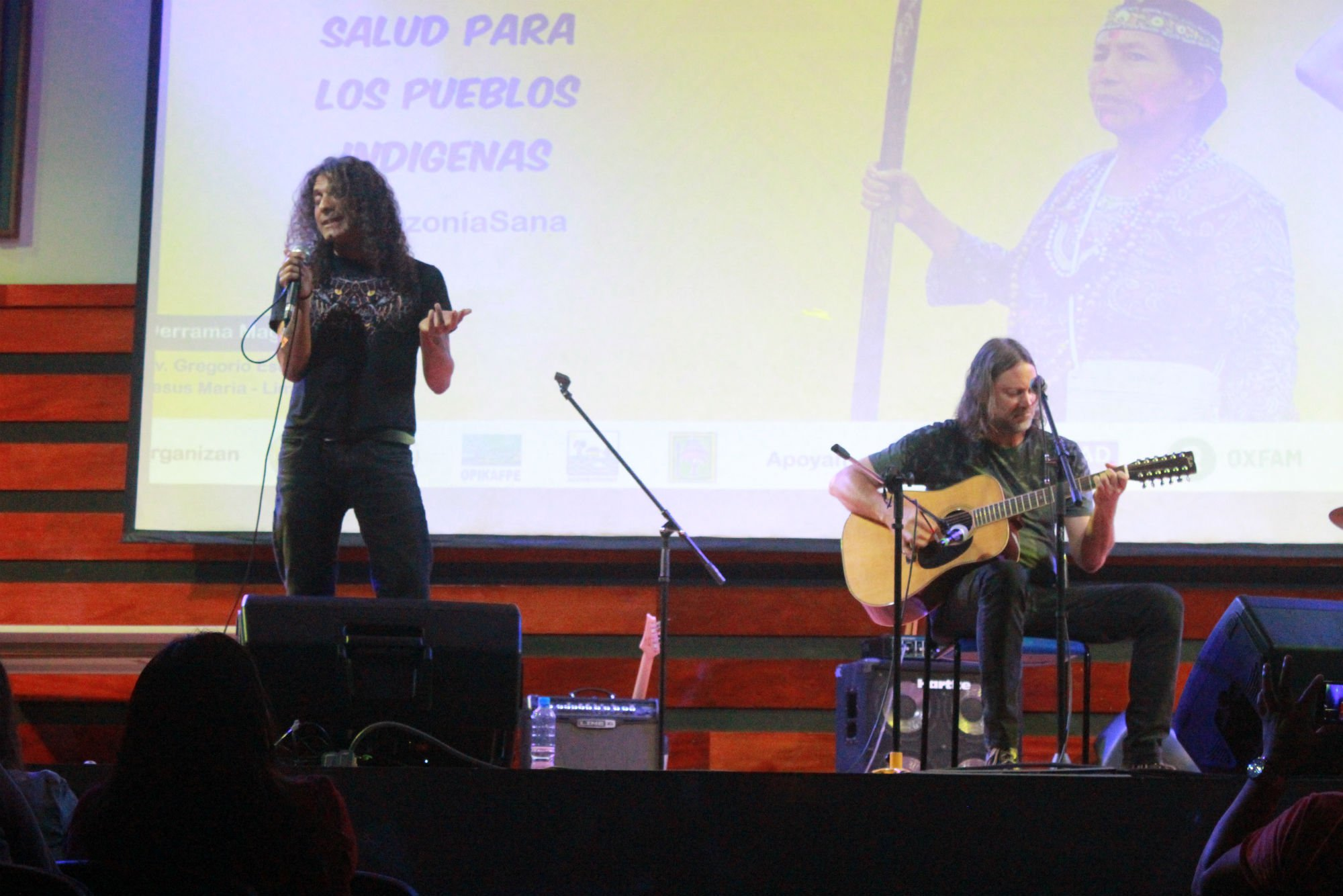 """M.A.S.A.C.R.E lead singer Adrián del Águila and guitarist """"Coqui"""" Tramontana perform an acoustic set at a special forum last December on the situation at Block 192."""