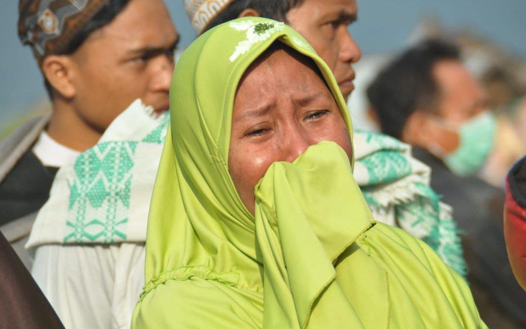 Woman-Crying-Indonesia-Earthquake-Tsunami-114036.jpg