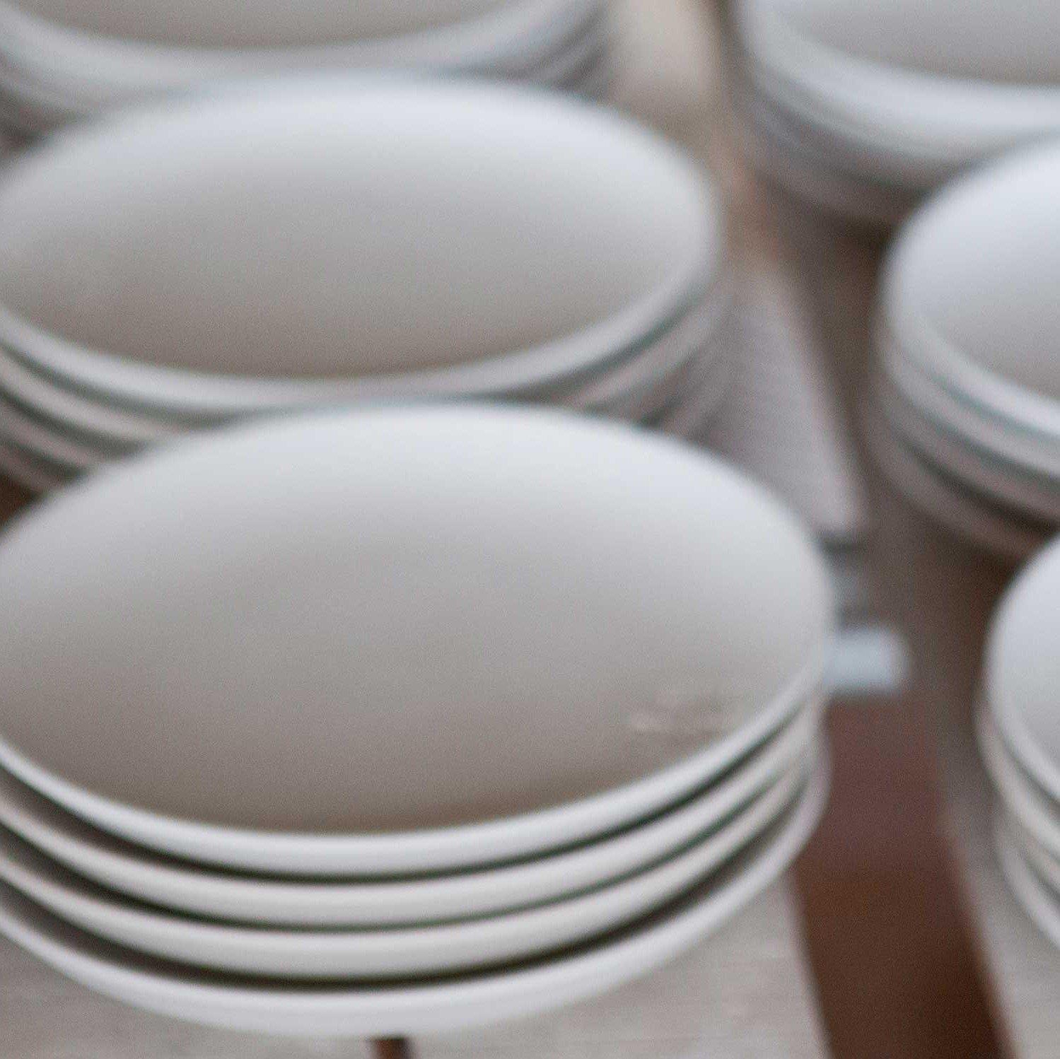 ceramic-plates-vietnam-oau-42116_AMIJOLC2.original.jpg