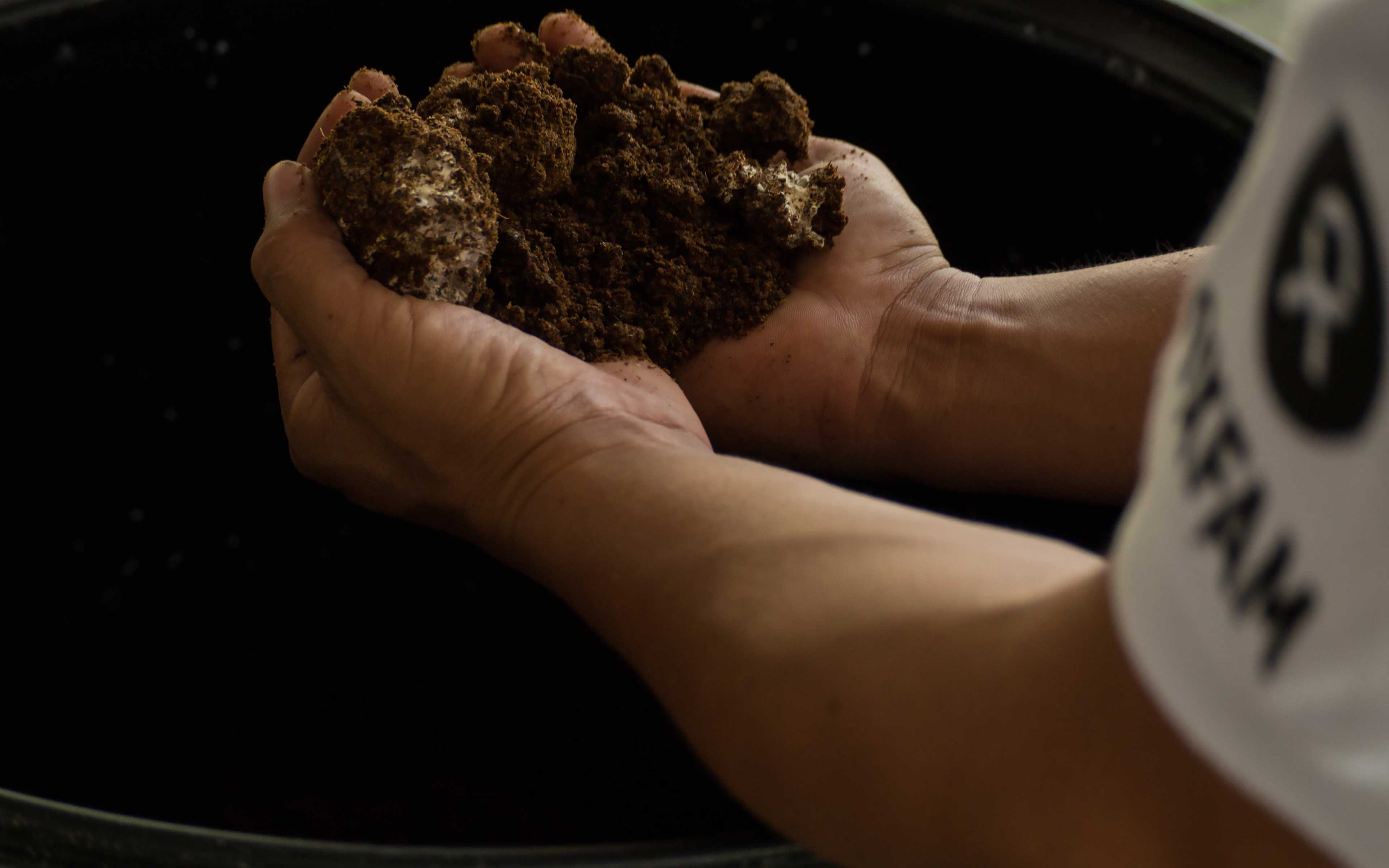 Using a fermentation method known as Bokashi, a group of farmers in El Ranchón, El Salvador, is now producing a powerful compost from local ingredients like cow dung, volcanic dust, rice flour, and microorganisms harvested from a fungus that grows in the mountains.