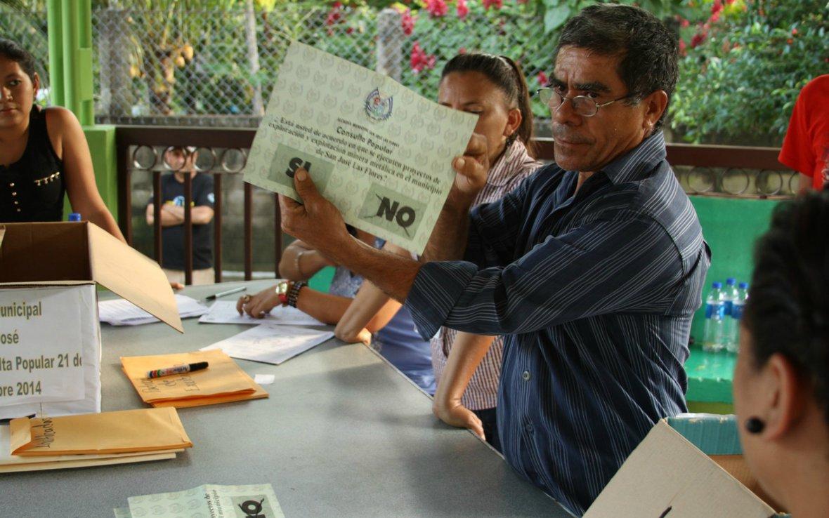 el-salvador-vote-mining-oxfam.jpg