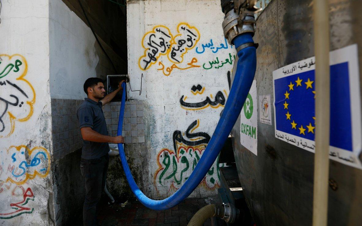 gaza-safe-water-truck-oxfam-america.jpg