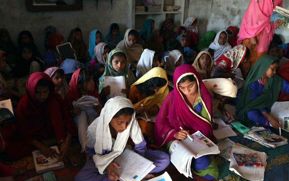 girls-school-pakistan-oxfam.jpg