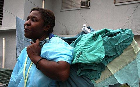 haiti-hospital-worker-laundry
