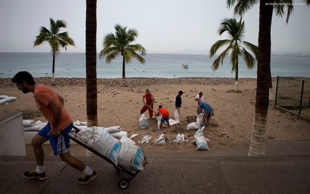 hurricane-patricia-mexico-AP_409105469331.jpg