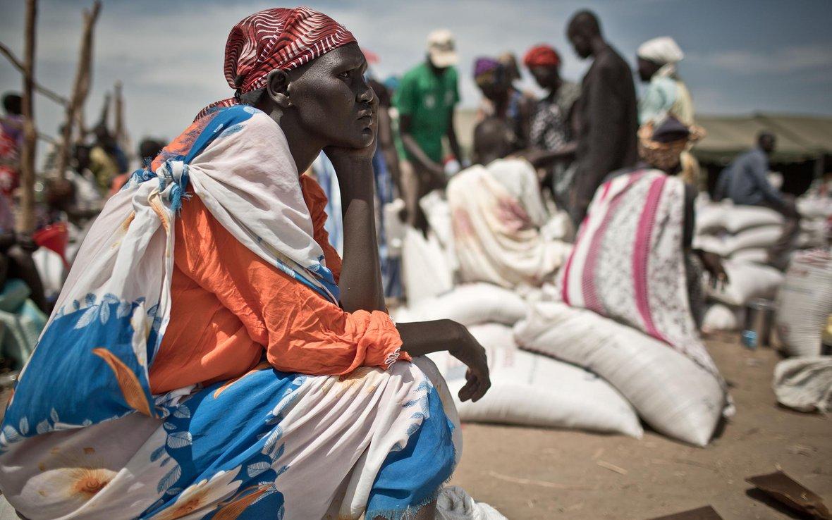 martha-South-Sudan-waits-food-distribution-86681.jpg