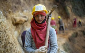 nepal-earthquake-woman-worker-ax-mountain-ogb-97170-h.jpg