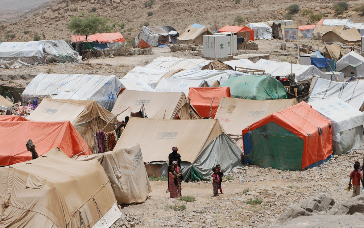 yemen-camp-oxfam-100320lpr.jpg